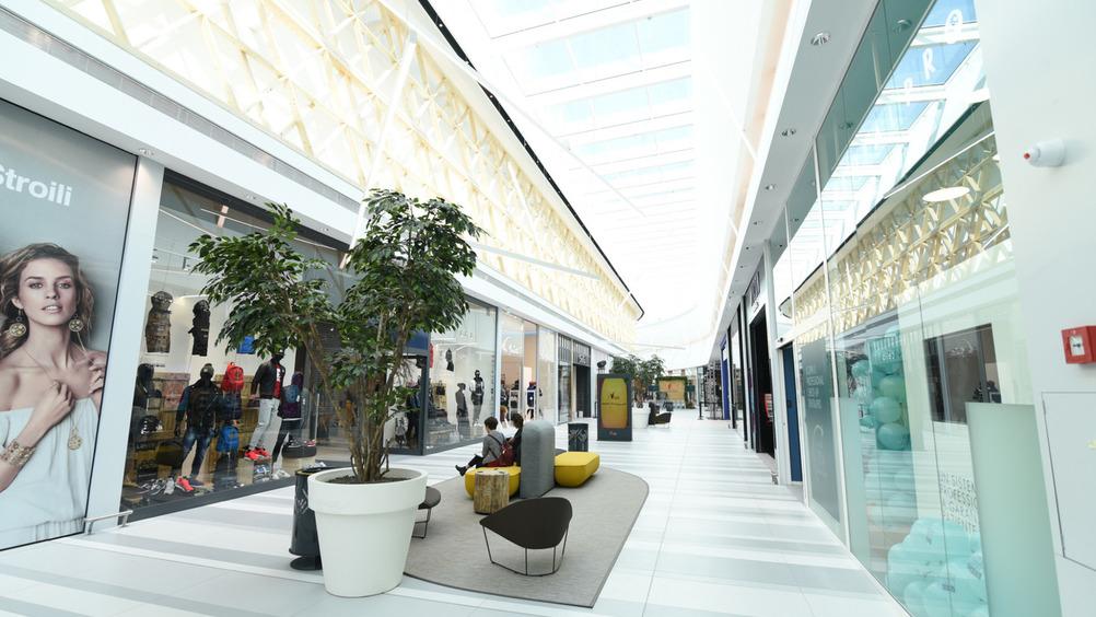 In tutto lo shopping park comprende 48 insegne, nazionali e internazionali