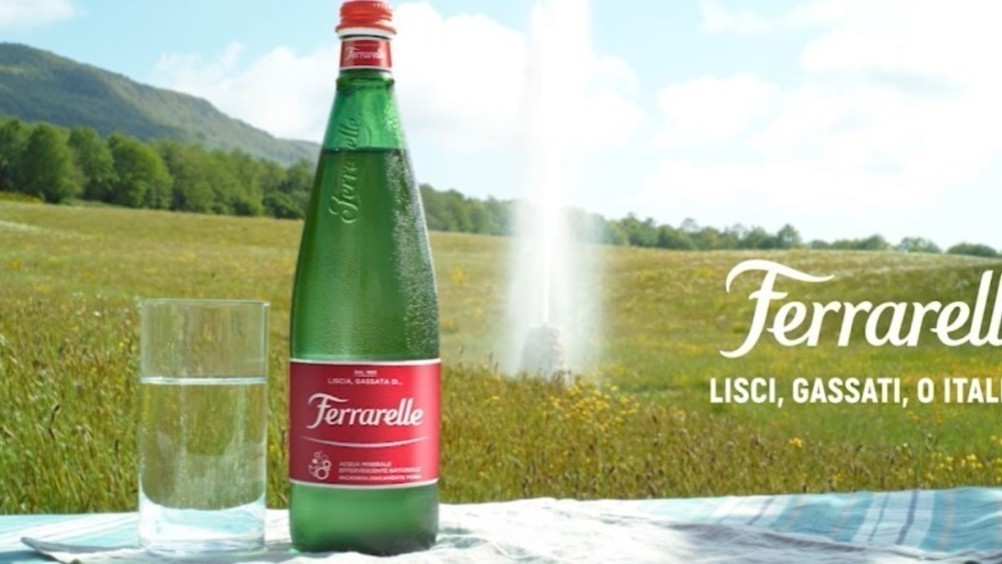"""Ferrarelle: nuova bottiglia in """"plastica riciclata direttamente dall'azienda"""""""