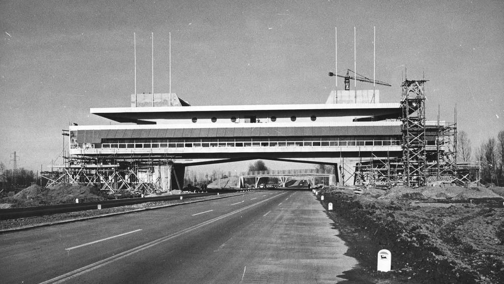 L'edificio in fase di ricostruzione negli anni Sessanta