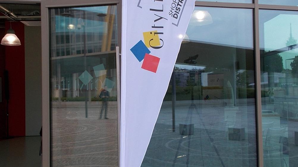 Il logo rimanda alle Tre Torri, un tema matematico ripreso nei tre mall