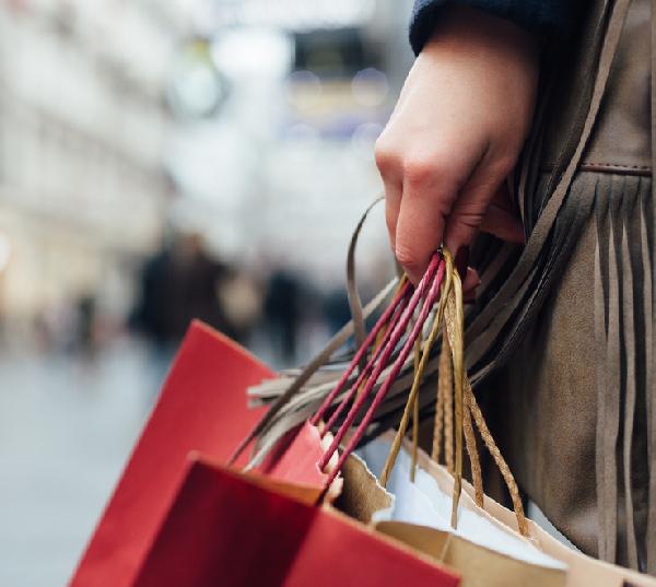 I consumi delle famiglie hanno perso 85 euro al mese