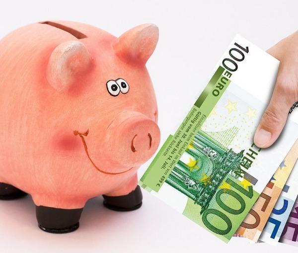 Il risparmio batte il consumo e l'Italia entra in deflazione