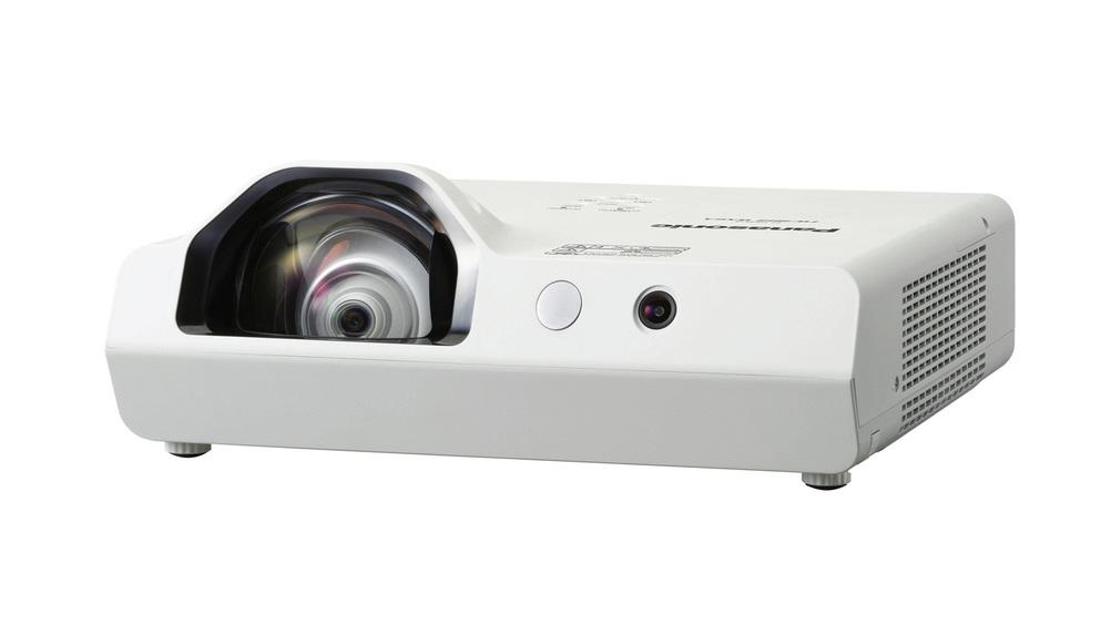 Panasonic lancia i nuovi proiettori lcd portatili
