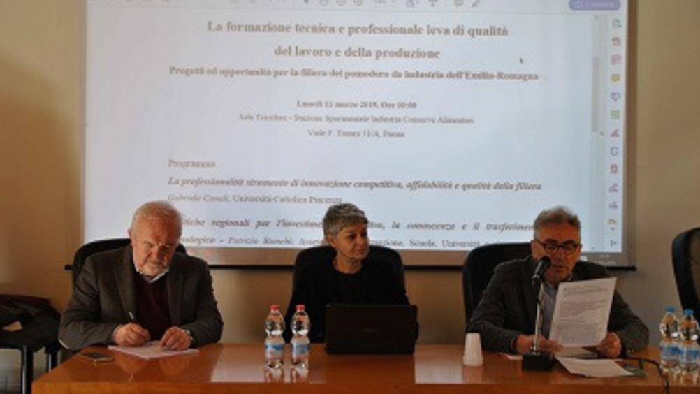 Da sinistra: Gabriele Canali, Francesca Bergamini e Tiberio Rabboni