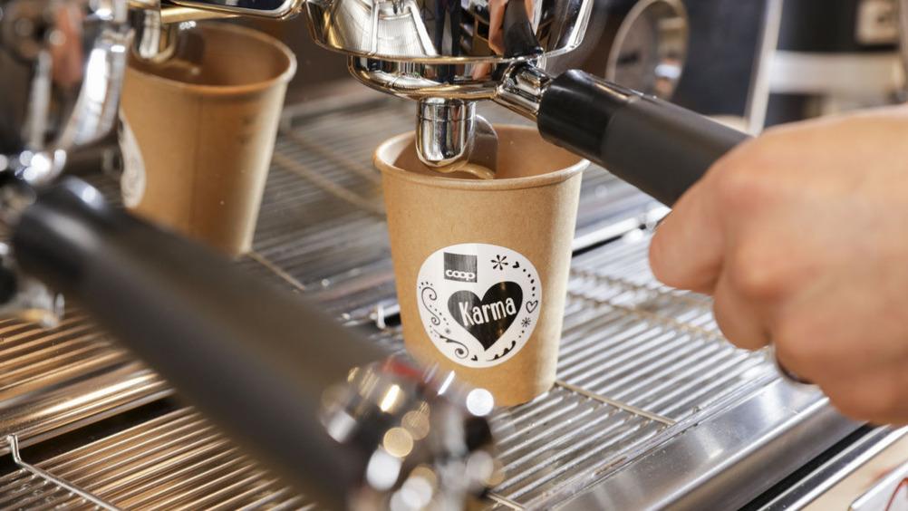 Il caffè bar è sempre attivo nel negozio Karma