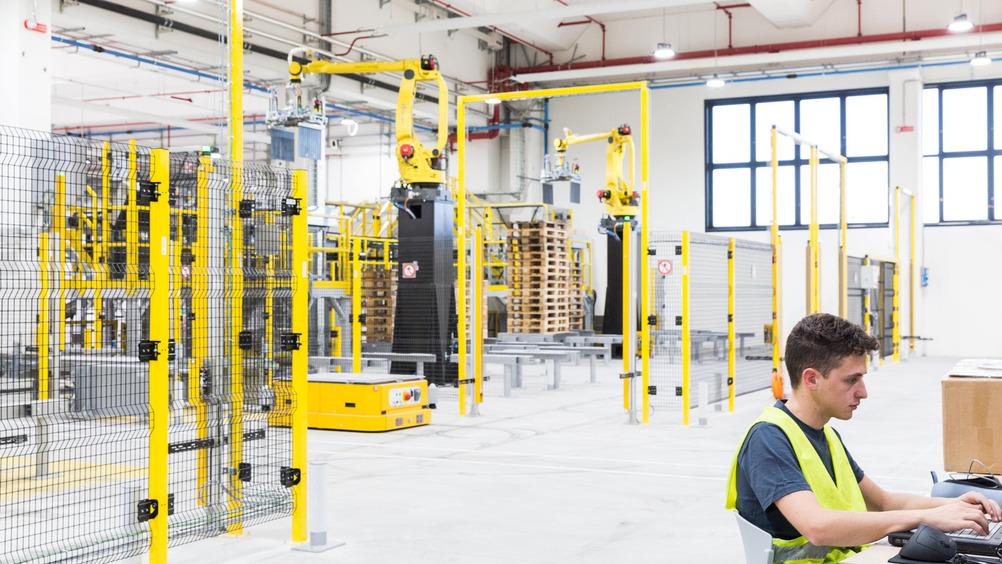 Robotica e operatore nel centro di Altopascio