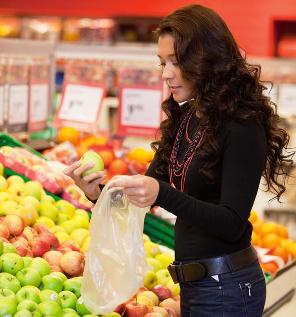 I sacchetti per l'ortofrutta e per i freschi diventano biodegrabili
