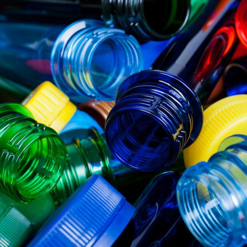 Il mondo dei soft drink fissa nuovi target per la riduzione della plastica