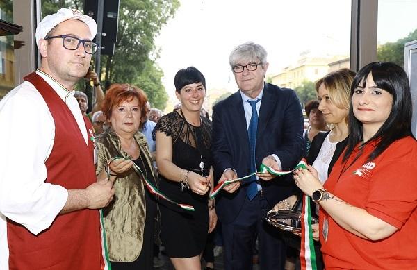 Coop inaugura a Modena