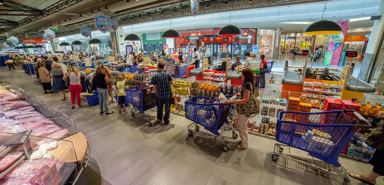 Carrefour e la sfida della redditività: cessione di 106 pdv e 770 esuberi