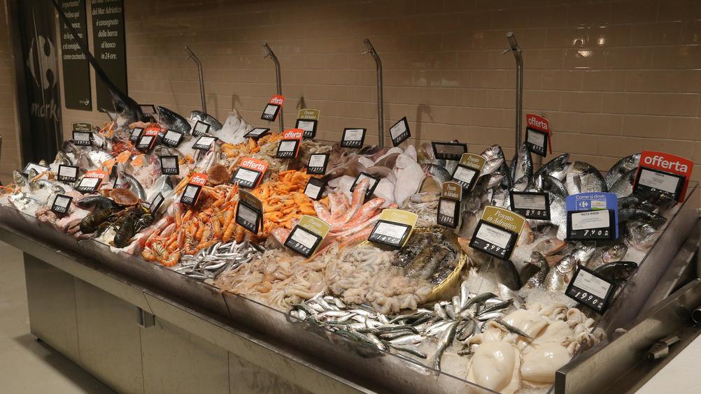 Il reparto ittico offre solo prodotti freschi, con arrivi giornalieri
