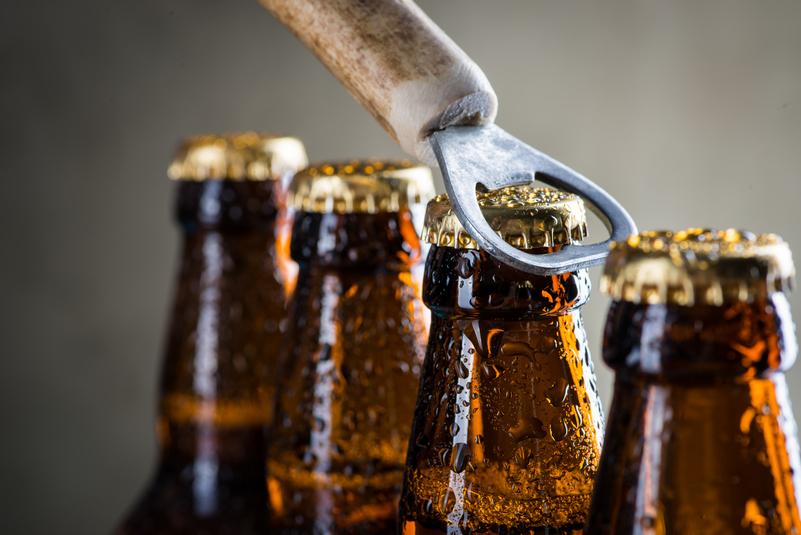 La birra resta la più amata degli italiani, ma i consumi calano