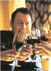 """Donne e giovani, ecco le nuove """"tribú"""" dei consumatori di vino"""
