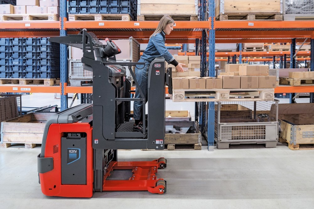 Linde Material Handling: nuovo commissionatore V08