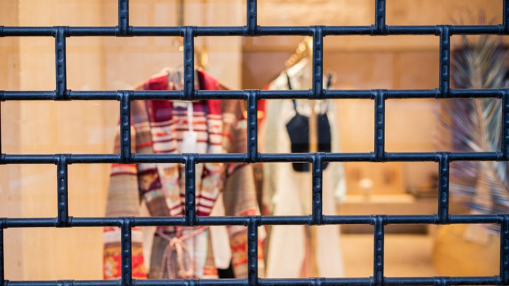 Confimprese: ristorazione, abbigliamento e non food dimezzano le vendite