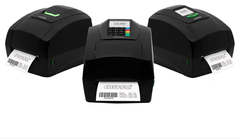 """Custom pensa anche """"all'etichetta"""" e si presenta a modo suo: 3 stampanti su misura per migliorare l'intera filiera logistica"""