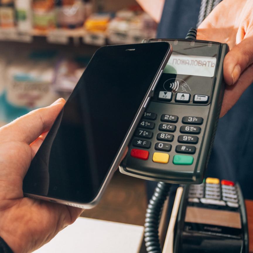 Nielsen: 4 milioni di italiani pagano la spesa con lo smartphone