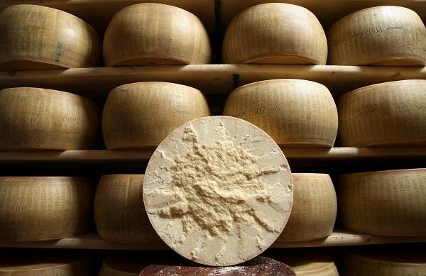 Parmigiano Reggiano: vendite a +7,9% in Italia e +10,7% all'estero