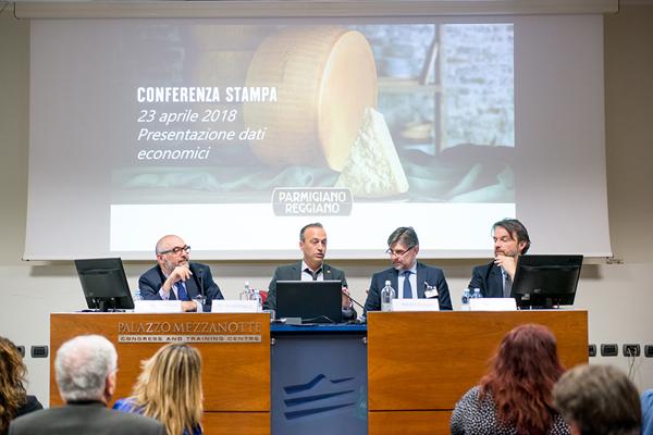 Parmigiano Reggiano: record per produzione e export