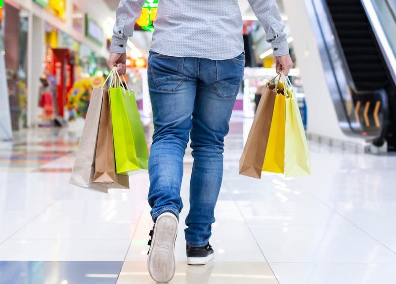 Francia: le visite nei centri commerciali salgono all'83%
