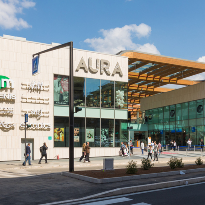 Aura: apre lo shopping center vicino al Vaticano