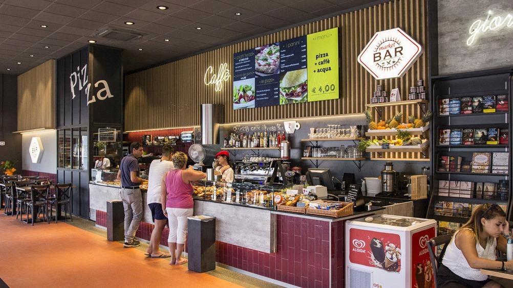 Attrazione è anche caffetteria, gastronomia e piatti da asporto
