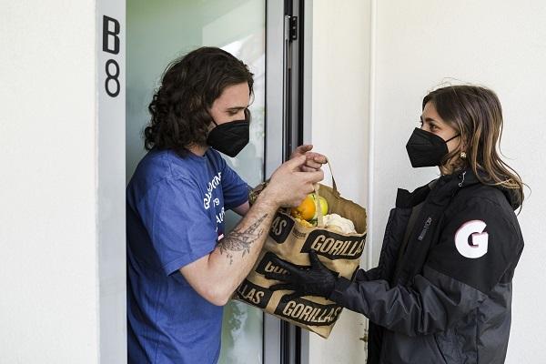 Gorillas, l'app che consegna la spesa in 10 minuti arriva a Roma