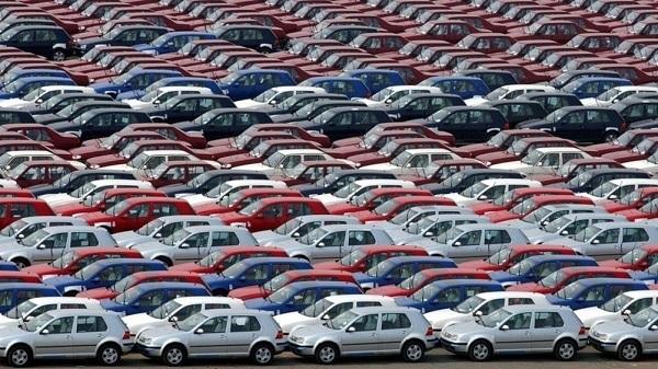 Immatricolazioni auto ancora in calo a febbraio