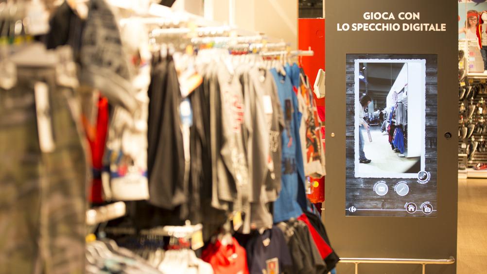 Iper di Carugate: lo specchio digitale fa parte della modernità