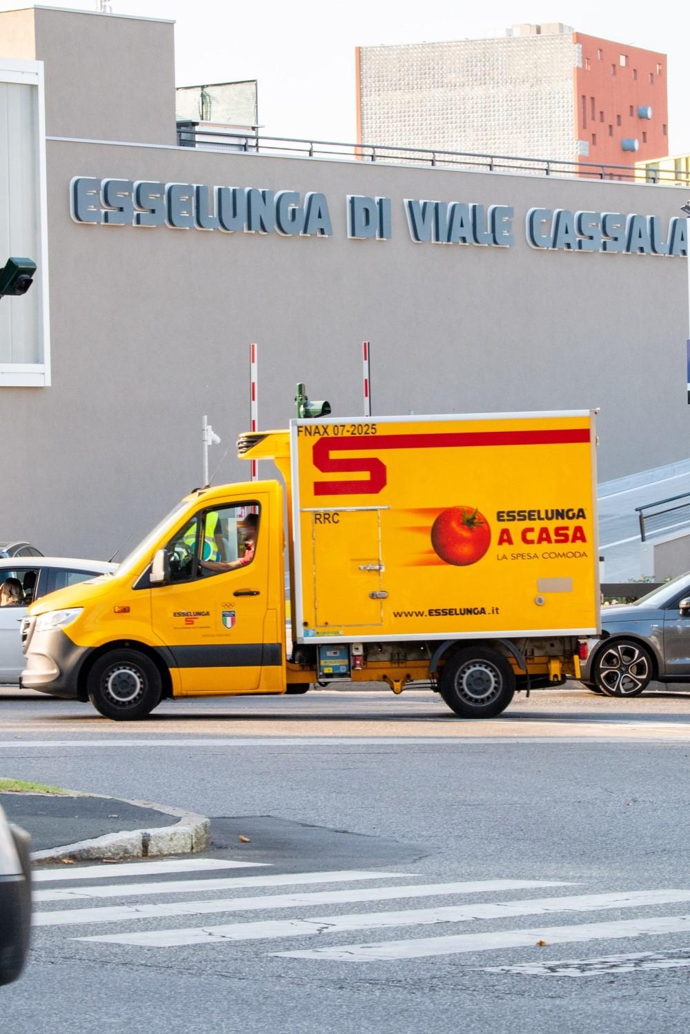 Esselunga: ha riaperto il supermarket di viale Cassala a Milano