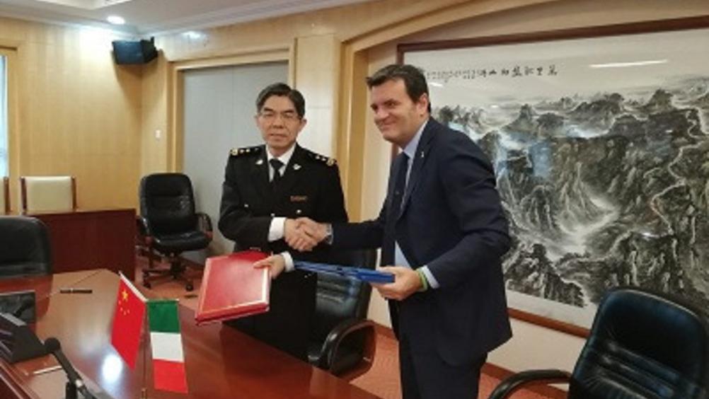 Firma dell'accordo Italia-Cina