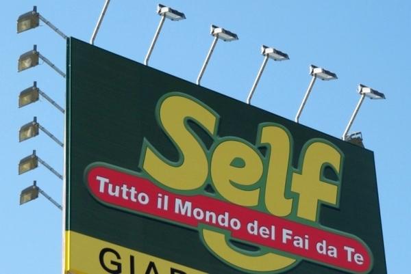 Tavolo Da Lavoro Bricofer : Bricofer si aggiudica self italia e diventa il primo operatore