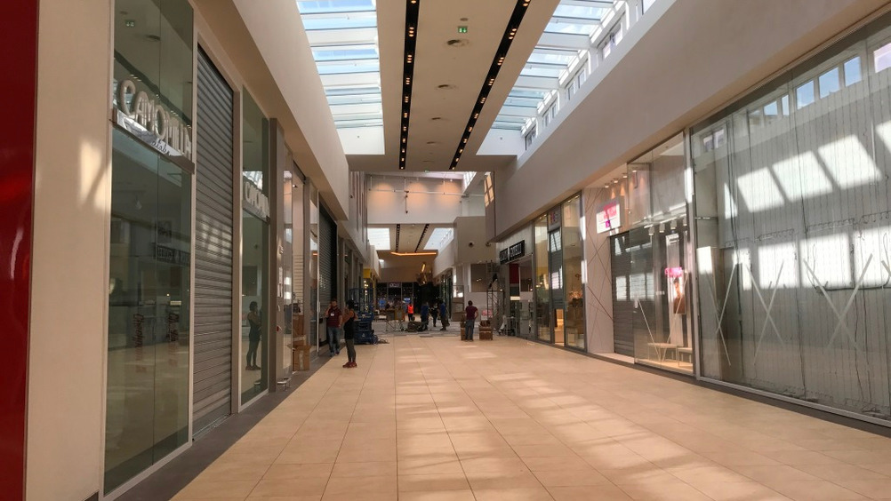 I due corpi dello shopping center sono collegati dalla galleria interna