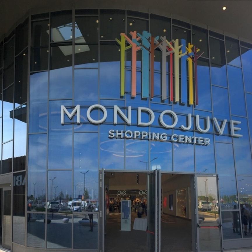 Il 7 settembre apre MondoJuve, il negozio Skechers è alla
