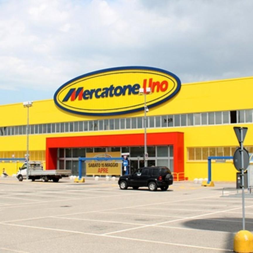 Mercatone uno all 39 asta si parte da 280 milioni for Mercatone uno lampade da esterno